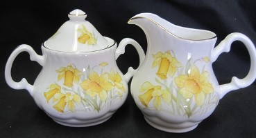 Daffodil Creamer and Sugar