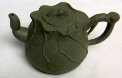 Bee Top Yixing Teapot